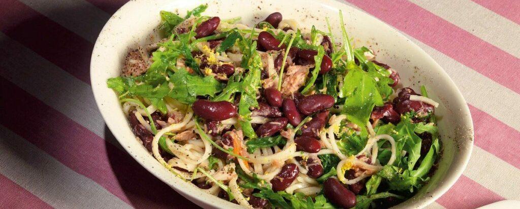 Салат с тунцом и красной фасолью