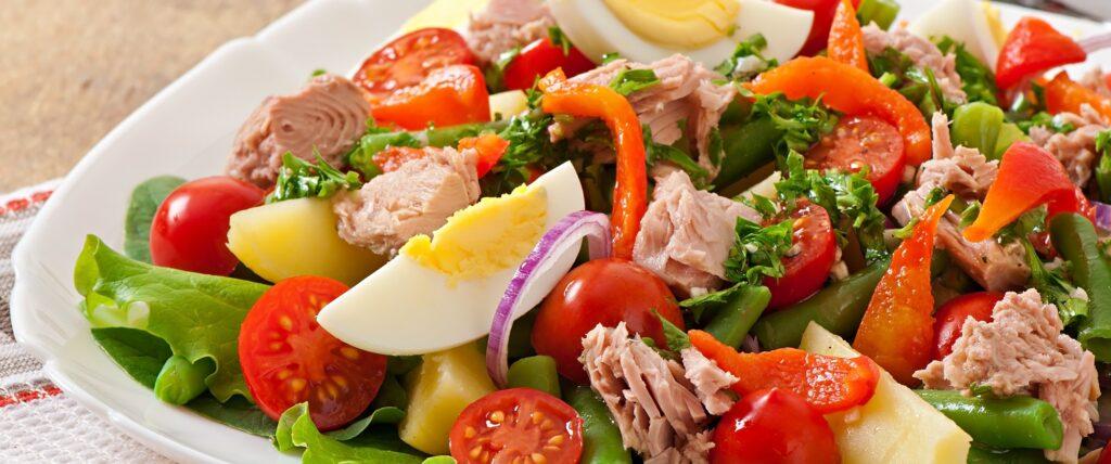 Салат с тунцом и красным перцем
