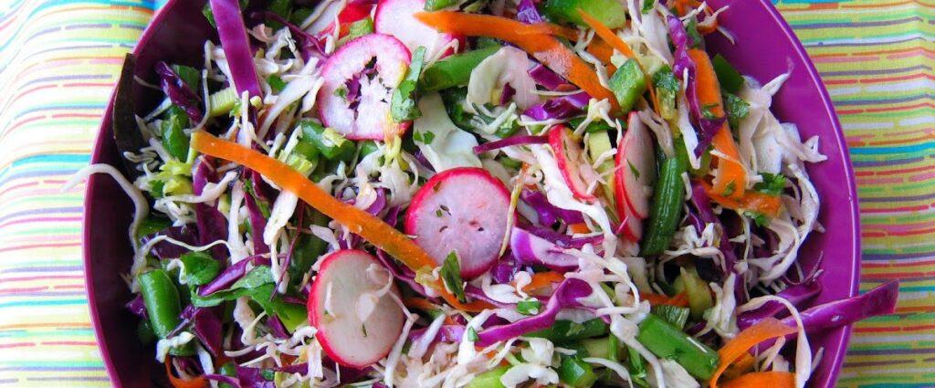 Салат с тунцом и красной капустой