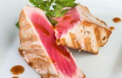 Салат с тунцом и красной икрой